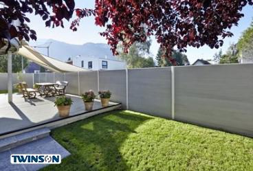 Inoutic-Sichtschutzsystem-aus-Terrace-Terrassendielen